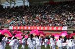 安徽大学运动会开幕耍花样 大白和机器猫同台亮相