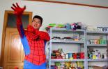 青岛大学生自主创业 穿蜘蛛侠衣服送外卖