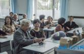 中学师生50年后返校再开学 学生激动落泪