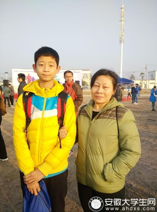 孙传龙和他的妈妈