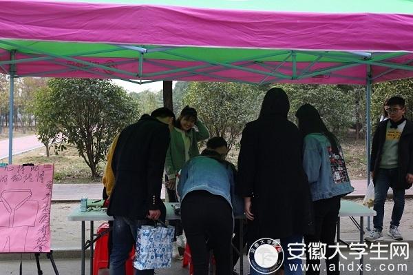 """合肥滨湖职业技术学院青年志愿者组织""""旧物心爱,爱心传递""""活动"""