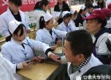 爱在冬日里合肥职业技术学院青年志愿者开展校内义诊活动