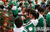 这所小学开学第一天发30种红包:免作业最受欢迎