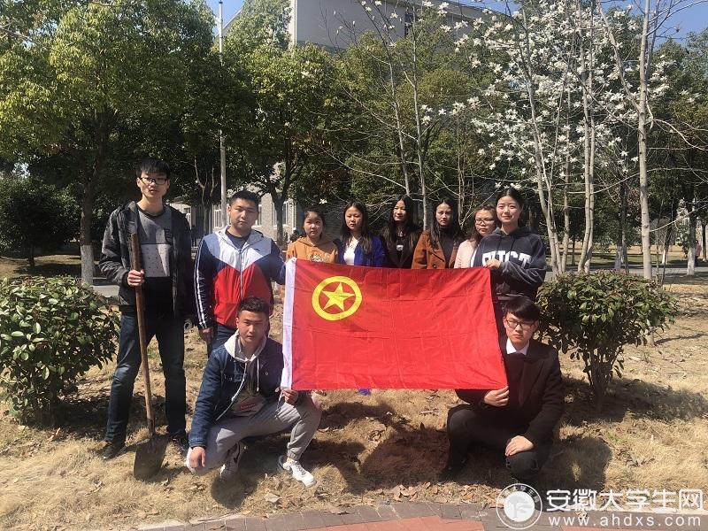 """合肥滨湖职业技术学院组织开展了""""关于爱护树木从我做起,认领我的一颗小树""""植树活动"""