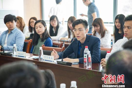 香港大学生代表发言 朱晓晨 摄