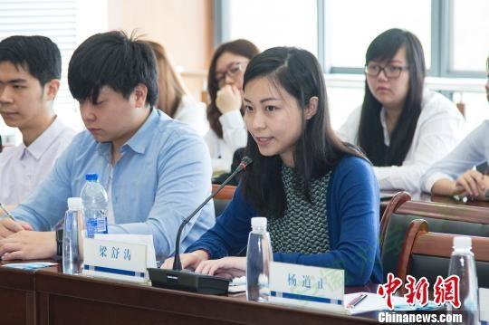 香港大学生带队老师梁舒涛发言 朱晓晨 摄