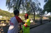 安徽师范大学学子暑期实践在街头:青春红与奉献绿的相遇