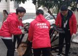 巢湖学院青协开展校地共建长江西路社区卫生清洁志愿服务活动