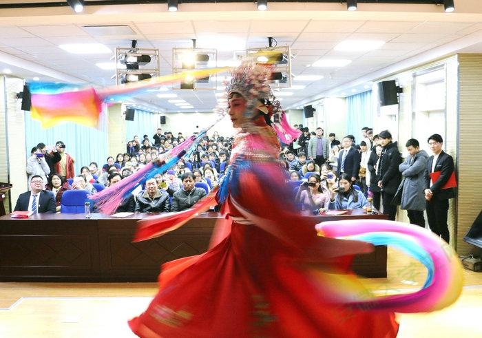 迎元旦贺新年 新风貌新看点 亳州工业学校再次响起掌声