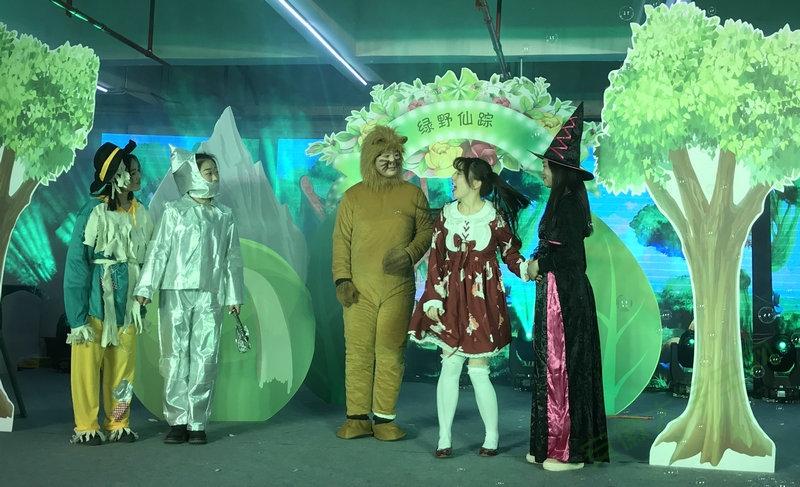 安徽亳州400多萌娃回归经典翻新传统 策划者竟是