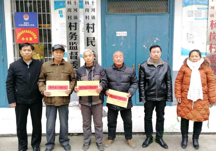 党的关怀暖人心,安徽亳州工业学校春节慰问退役军人