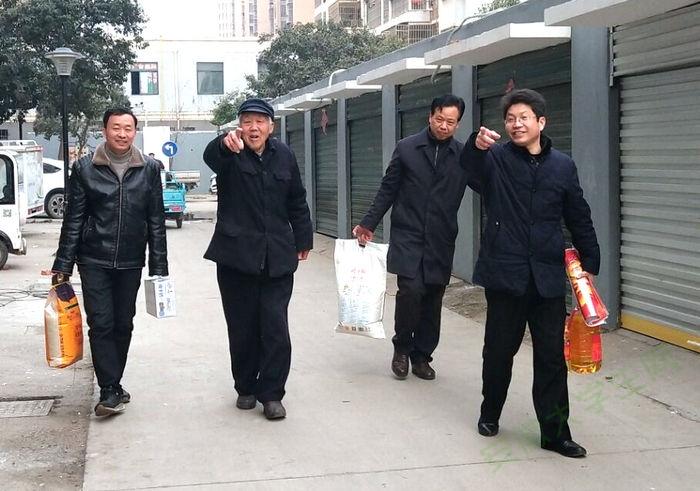 亳州工业学校把新春祝福送到老教师的心坎上