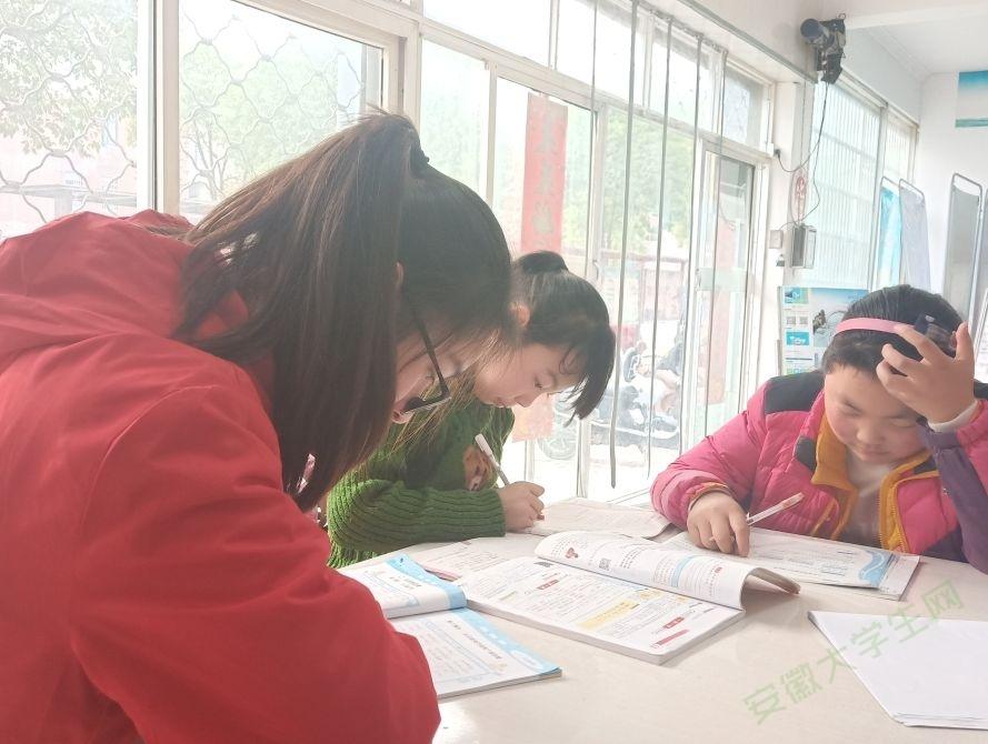 巢湖学院工商管理学院青协开展光明社区两小时课堂志愿服务活动