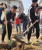 工商管理学院青协联合工商学院18级各班级共同开展植树节活动