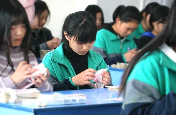 讨人喜爱的点钞大赛,亳州工业学校经贸部这个举动贮备了大批人才