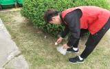 巢湖学院化材学院青协开展校园清扫草坪活动