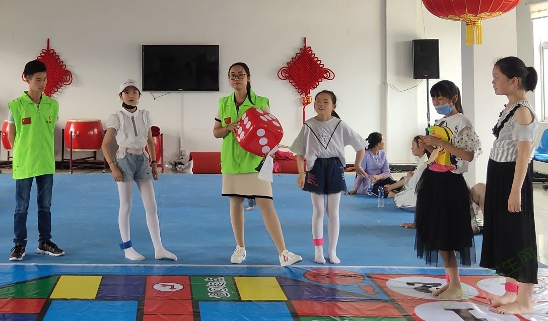 巢湖学院工商管理学院青协前往散兵镇开展六一儿童节活动