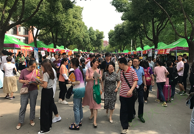 """2019安徽高考填志愿指南来了 超40万网友在线""""分享""""高招咨询会大餐"""