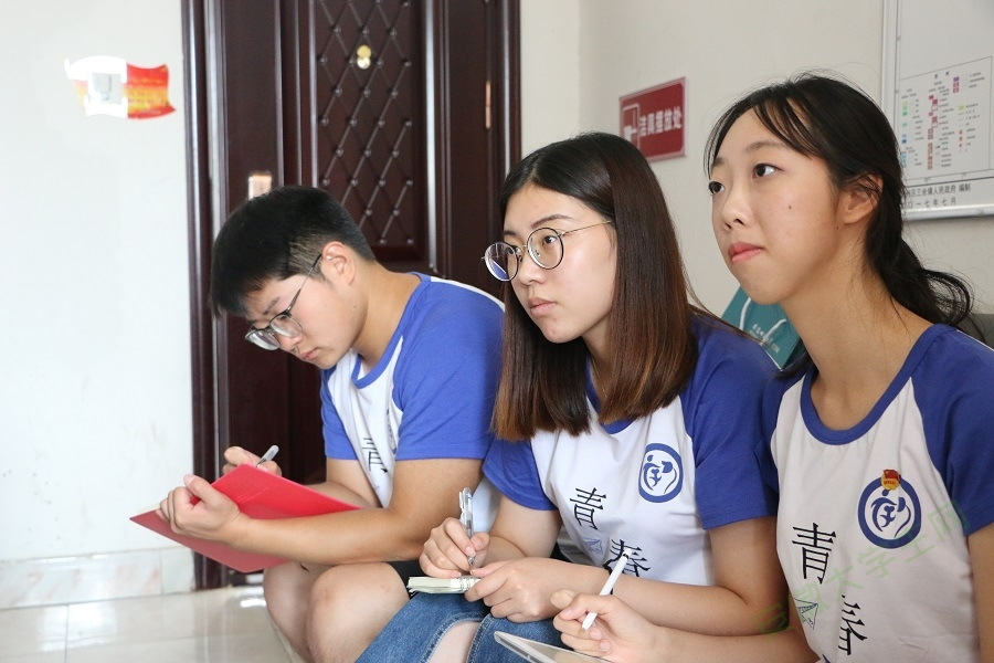 专访大学生村官范明明:青春扮靓新农村