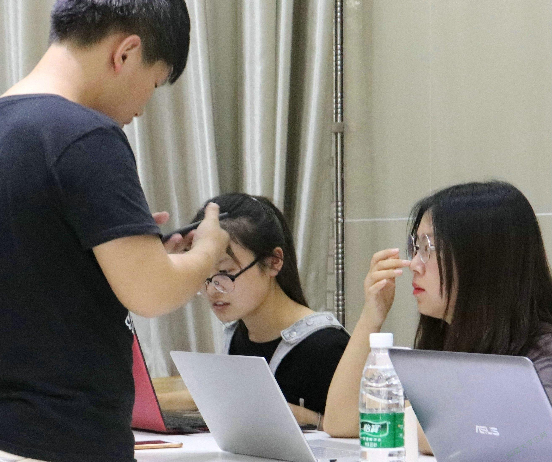 安徽师大易班轻应用开发:智慧点缀易班,科技美化校园