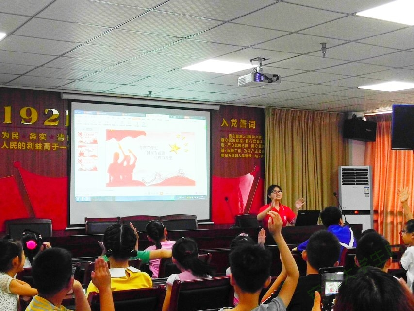 当少年梦遇上家国情:滁州学院学子走进社区助力中国梦