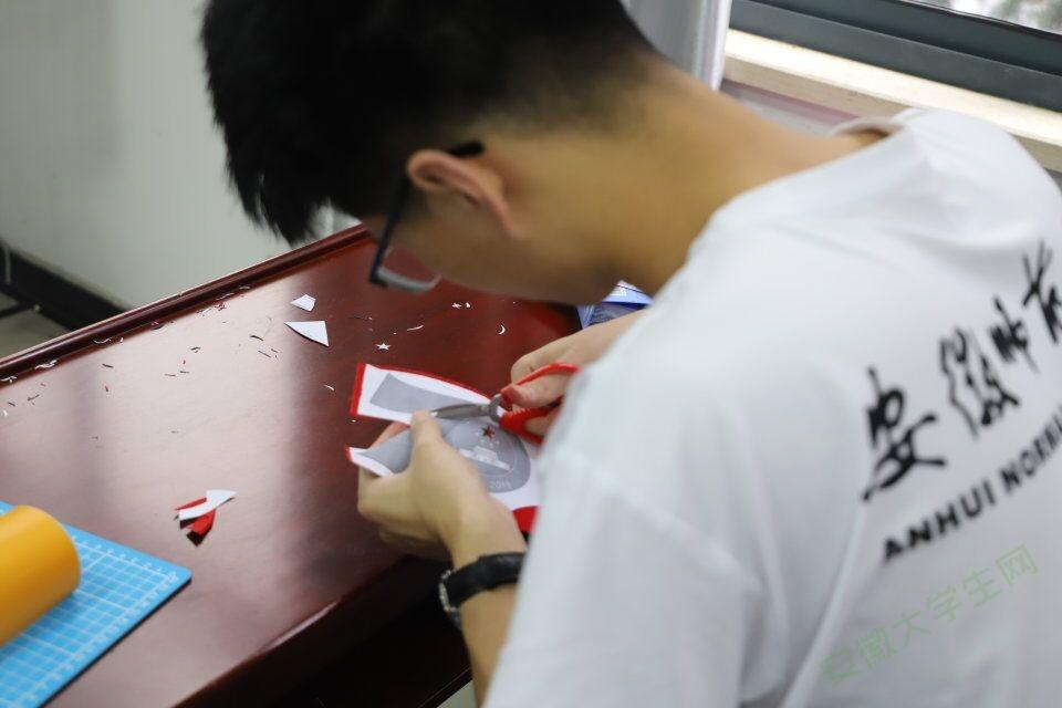 安徽师大学子走进繁昌:十日剪纸十日师