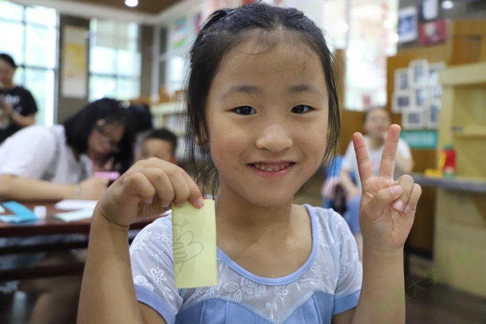 安徽师大学子开展公益剪纸教学:做剪纸文化的传播者