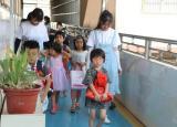 芜湖高校大学生三下乡社会实践:绘七彩童心,筑孩童梦想。