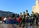 升國旗唱國歌聆聽微團課滁州學院舉行國旗下特别團日活動