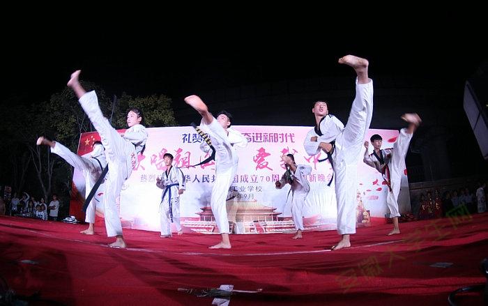 亳州工业学校举行庆祝中华人民共和国成立70周年暨迎新晚会