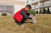 巢湖学院化院青协志愿者致知楼开展校园清扫活动