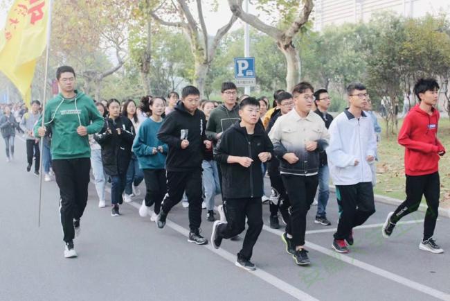 """安徽财经大学""""健康安财""""晨起跑步活动掀起早锻炼热潮"""