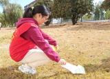 提高学生环保意识 巢湖学院化院青协开展校园清扫活动