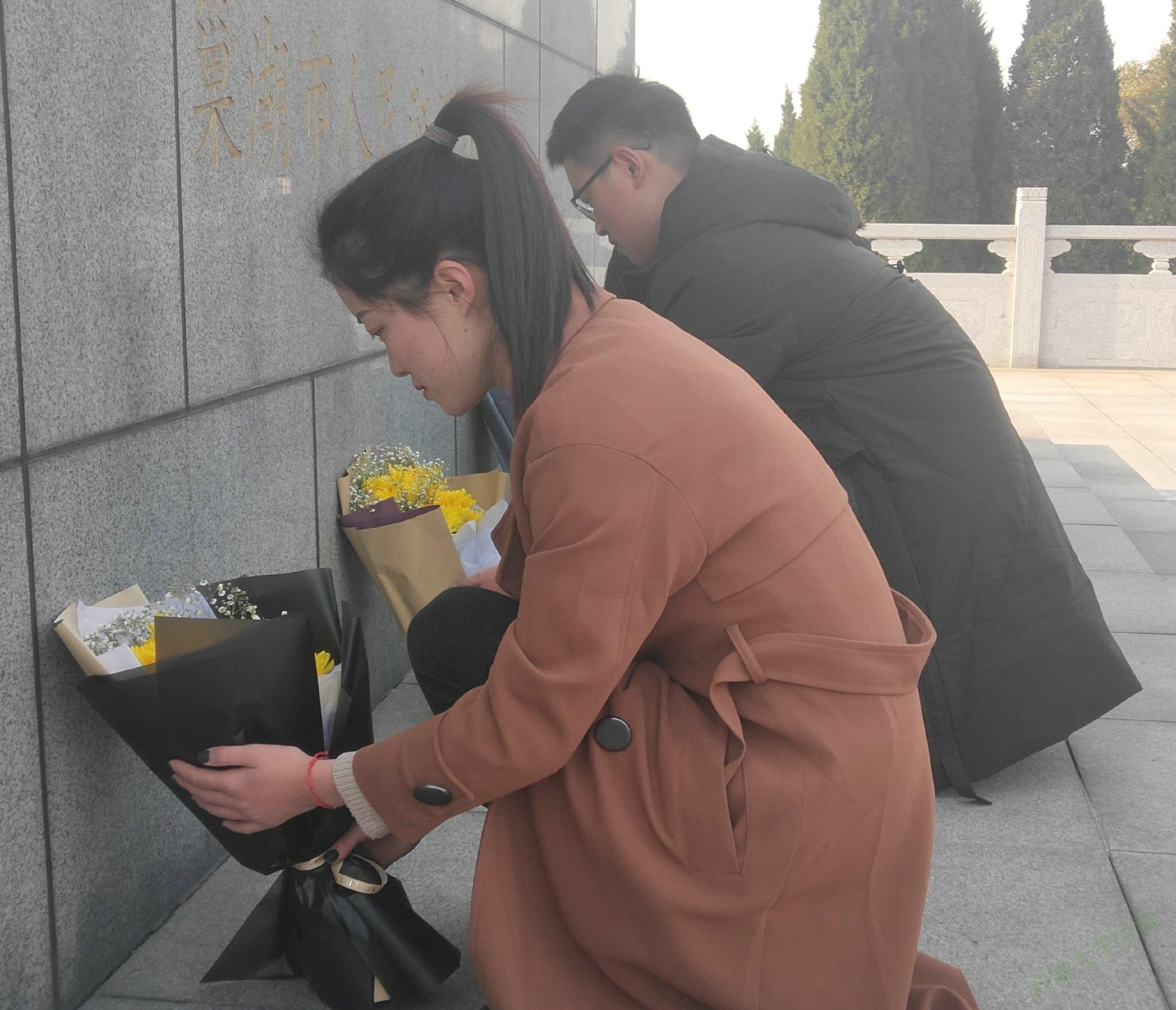 巢湖学院工商管理学院青协赴南山烈士陵园开展国家公祭日扫墓活动