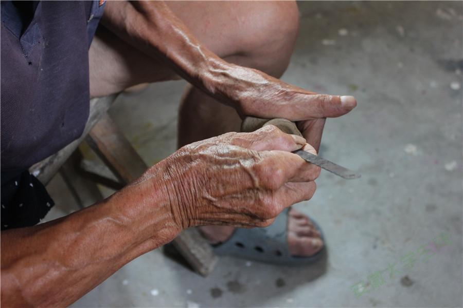 于泥土中绘出虎态:安徽师大学子探寻泥老虎制作工艺