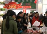 蚌埠学院联合蚌埠市扶贫超市举办年货节消费扶贫进高校公益活动
