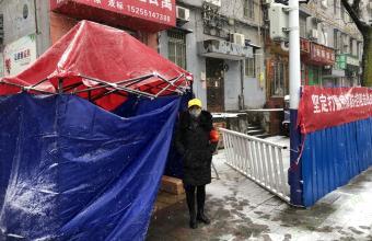 合肥公交140名志愿者雪中不畏严寒 驻点大棚损坏仍坚守一线