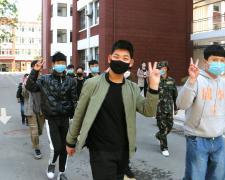 亳州工業學校九年級學生有序返校,迎來復學復教第一天。