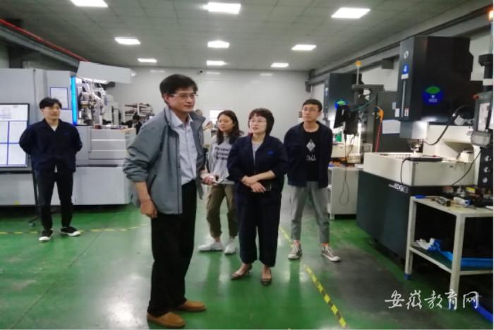 学校学生赴企业顶岗实习_meitu_1.jpg