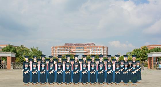 安徽这所高校火了!一组特别的毕业照刷屏了