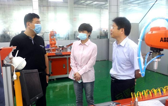 亳州市教育局副局长周静调研亳州工业学校