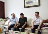 蚌埠学院七一前夕走访慰问老党员和困难党员