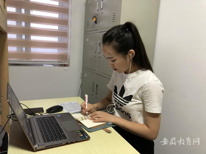 亳州幼师学生会代表张焕文参加全国学联调研.jpg