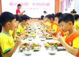 亳州三之三幼儿园:开心自助,文明就餐!倡导勤俭节约新食尚