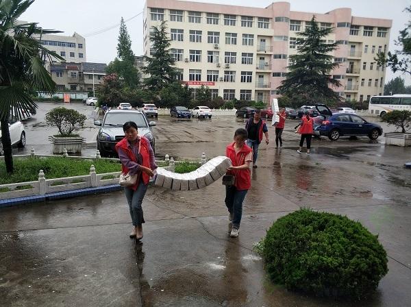 安徽学子返家乡参与防汛志愿:逆流青春,告白祖国