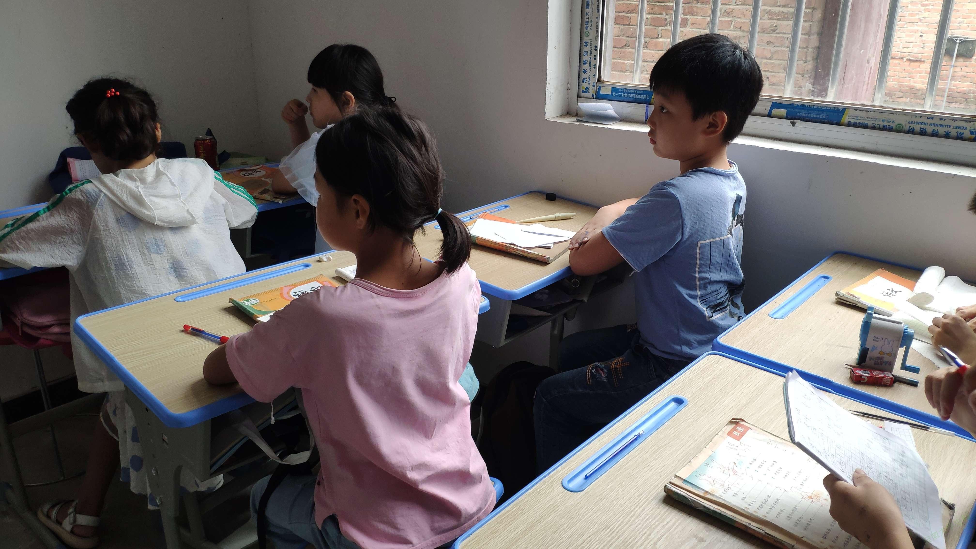 安徽工业大学暑期志愿队看望留守儿童行动