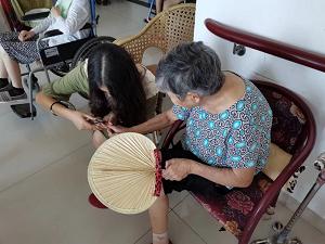 安徽工业大学:关爱孤寡老人 共建爱心社会