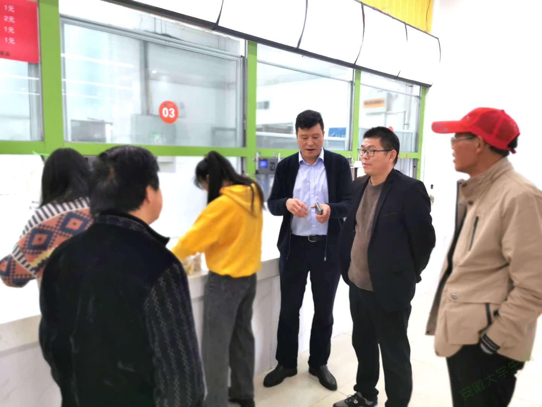 亳州工业学校管理人员参观二中食堂,提高师生就餐满意度