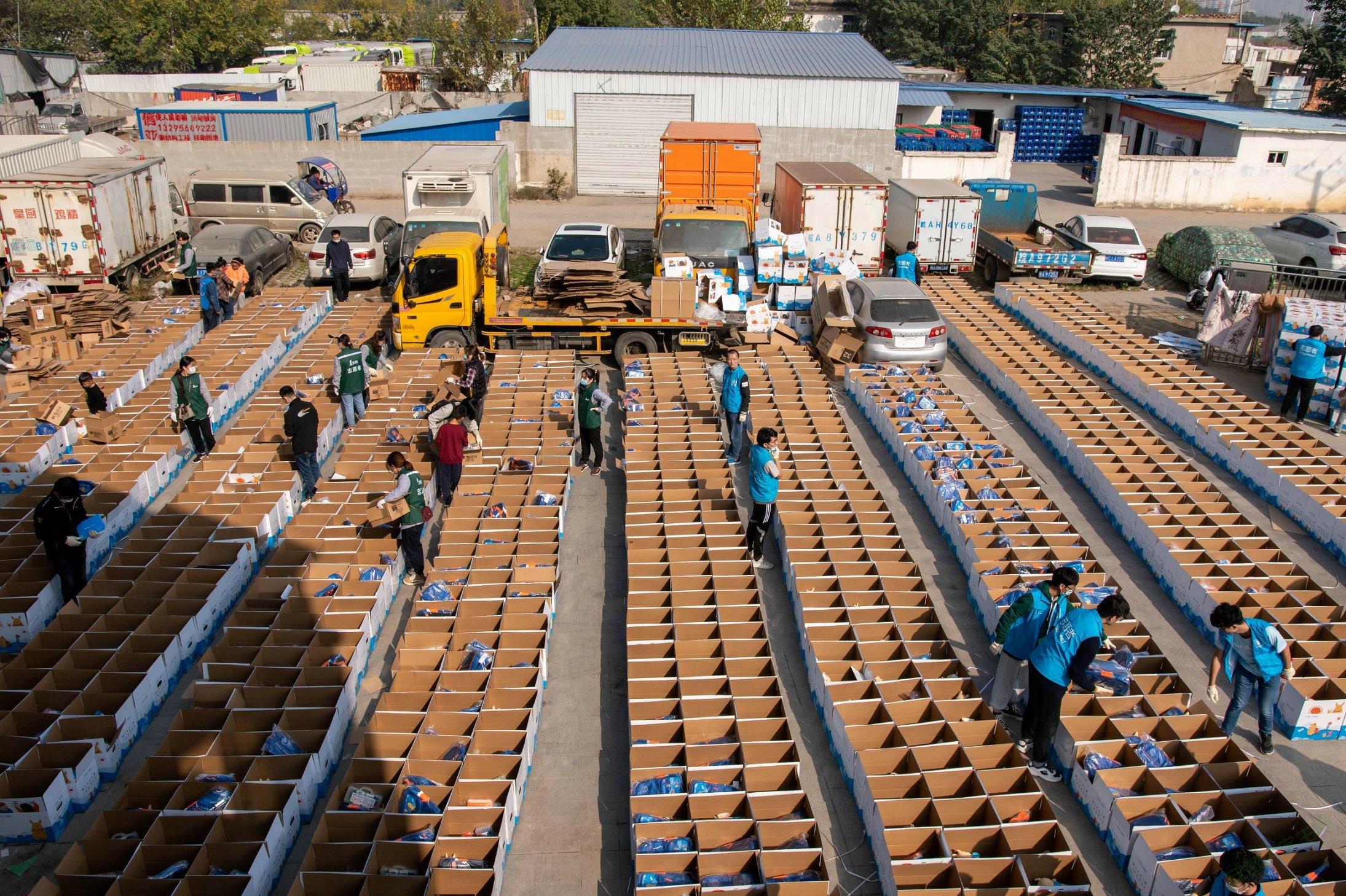 合肥工业大学材料学院助力壹基金温暖包分装项目