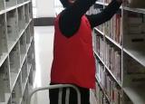 巢湖学院化院青年志愿者图书馆书籍整理活动